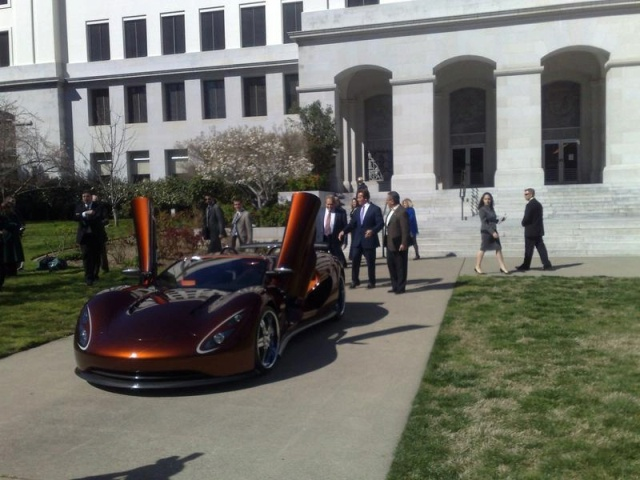 governor-schwarzenegger-test-drives-ronn-motors-scorpion-supercar