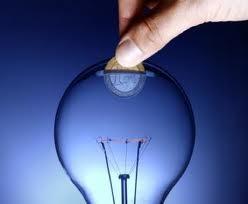 bombilla-azul-ahorro-hucha-electricas-piden-rajoy-subida-luz-efimarket