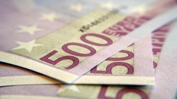 5696-euro-cae-frena-avance-de-fin-de-a-o-por-deuda-europa