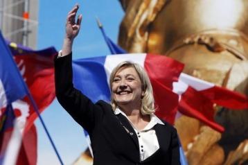 319634_la-presidente-du-fn-marine-le-pen-le-1er-mai-2012-a-paris