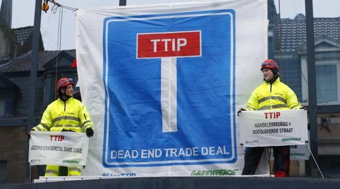 protesta-greenpeace-contra-ttip-bruselas-1462175683949.jpg