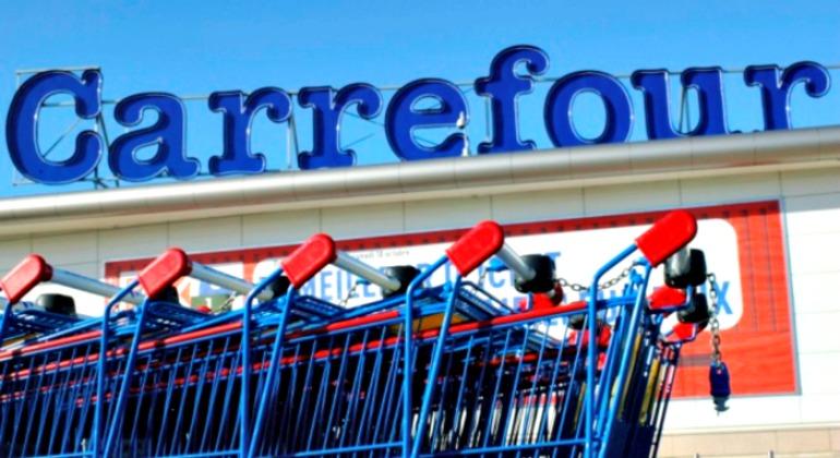 Carrefour espera incorporar a personas en espa a for Piscinas en carrefour 2017