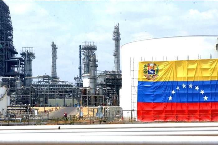 Petroleo-en-Venezuela-Crisis-Petrolera-PDVSA-800x533-800x533
