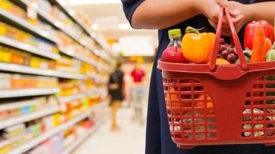 los-seis-productos-que-es-mejor-no-comprar-en-un-supermercado-carne-envasada-pilas