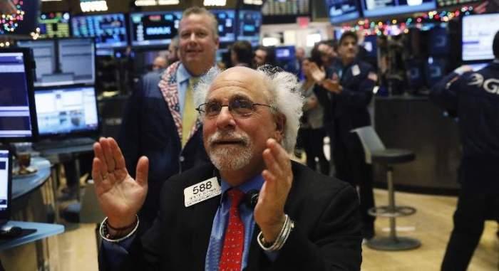Wall-Street-Tuchman-aplaude