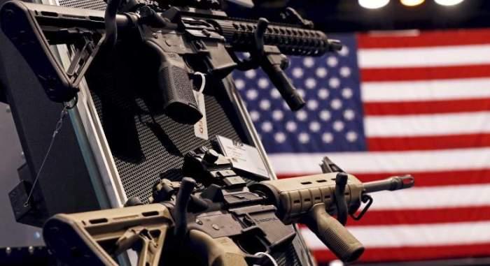 armas-smith--wesson-estados-unidos-bandera-reuters