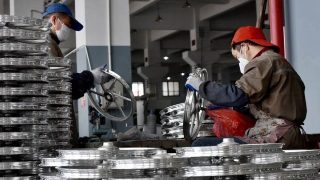_99644769_china.bicycle.factory.workers.g.jpg