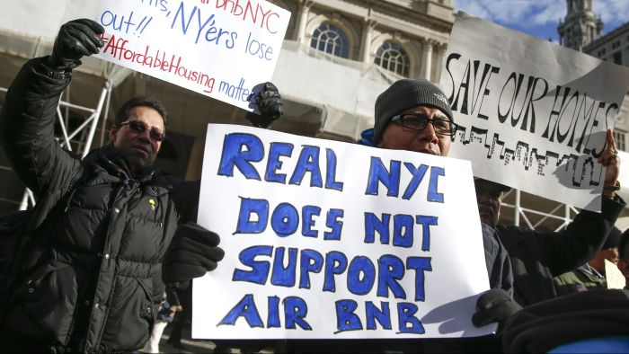 anti-airbnb-new-york-rally-e1477081635909